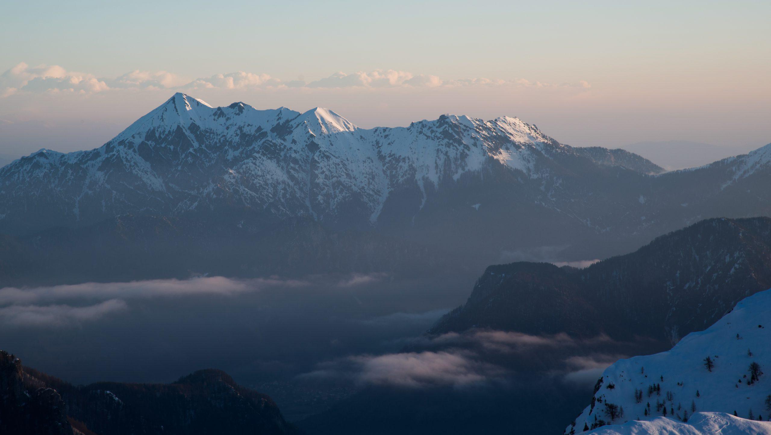 Een prachtige bergjacht in de ongerepte natuur van Tadzjikistan.
